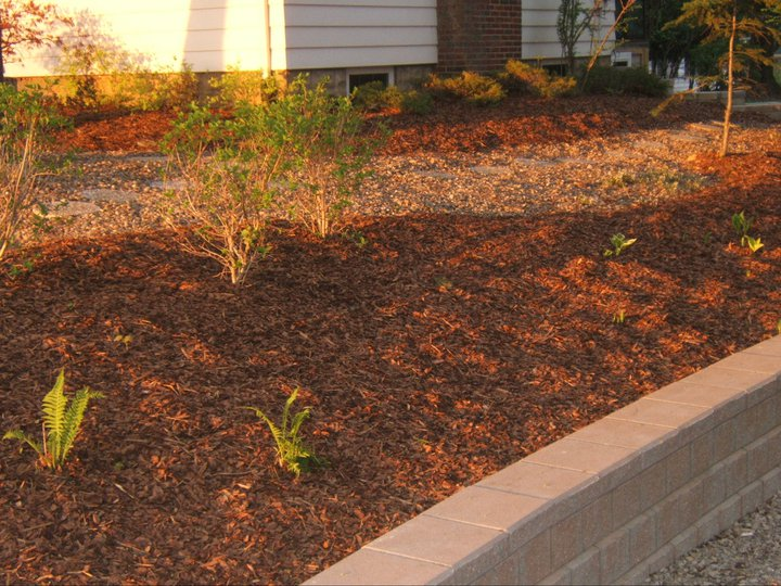 mulch_retaining-wall